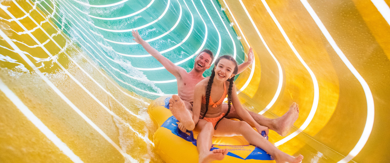 Pendant les vacances d'été Plopsaqua La Panne est ouvert jusqu'à 21 heures
