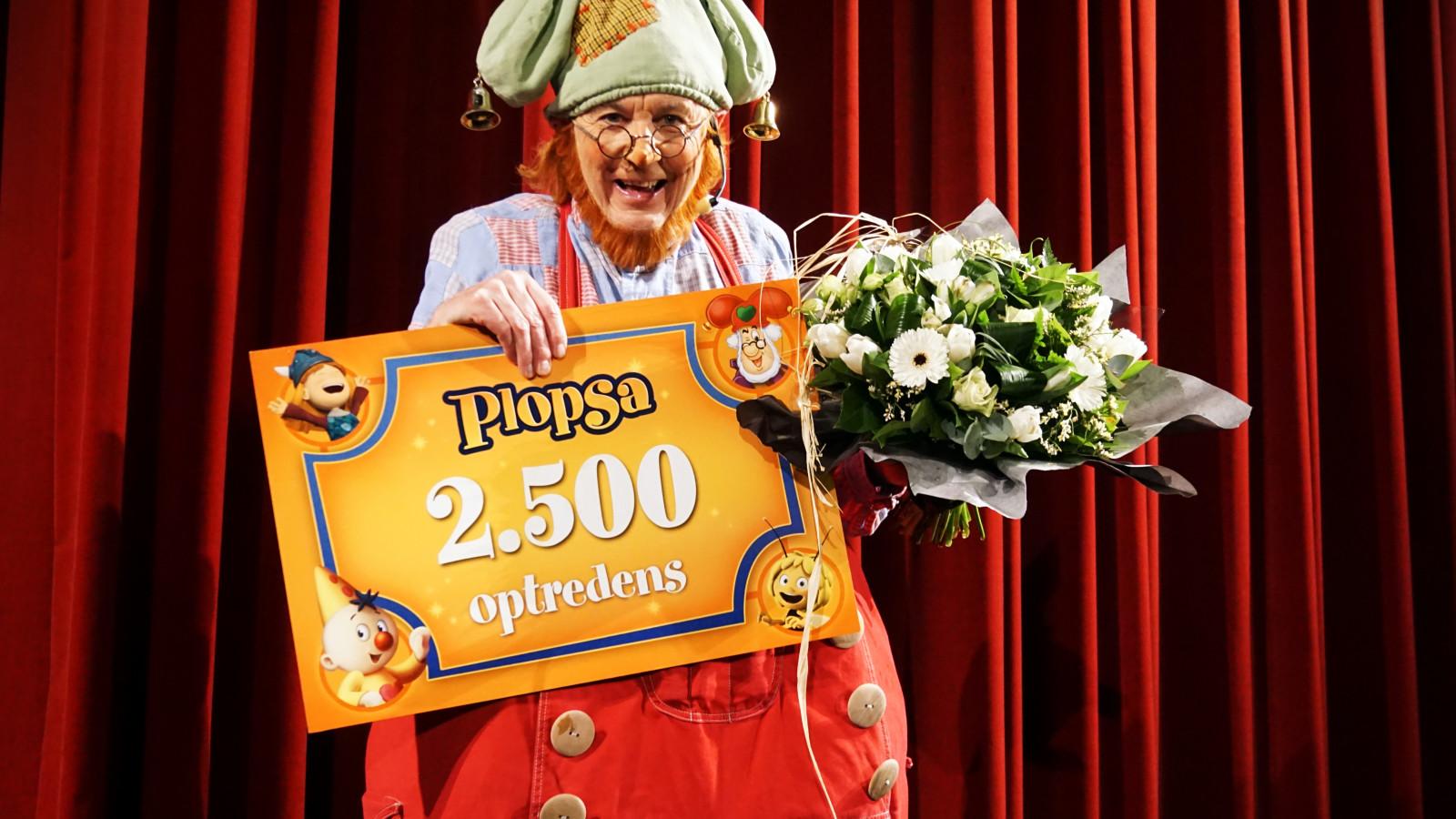 Kabouter Klus voor de 2.500ste keer op een Plopsa-podium